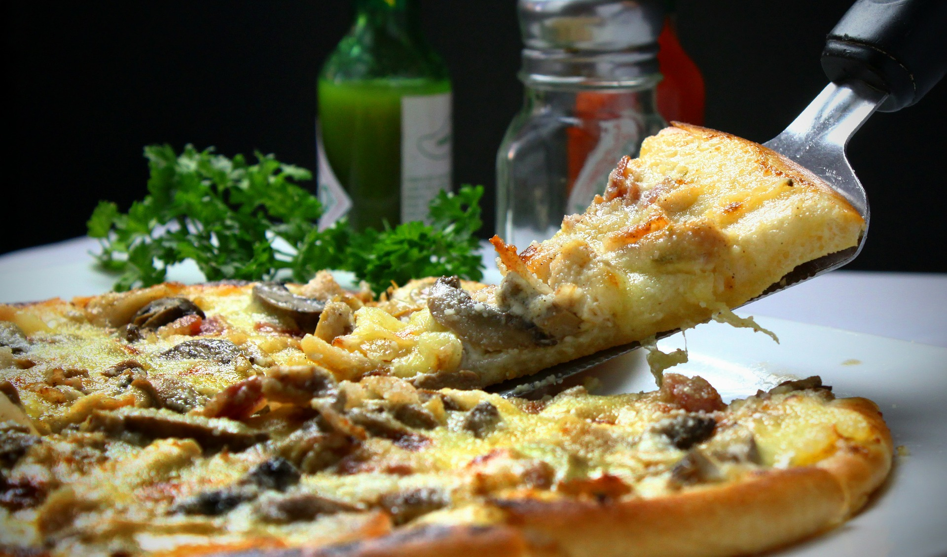 Image of pizza depicting Great places to eat pizza in the United States.